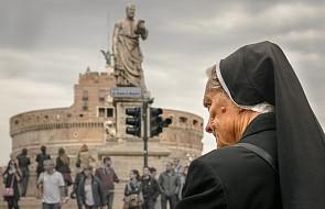 """""""Takie przynieś, wynieś, pozamiataj"""". Polska zakonnica o stosunku księży do sióstr"""