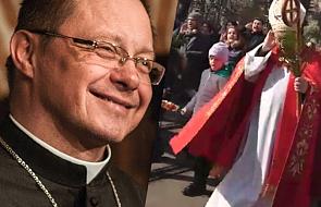 Abp Ryś zachwycił internautów swoim zachowaniem podczas procesji niedzieli palmowej