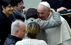"""""""Otworzyłem bramę i mnie zamurowało. Zobaczyłem Franciszka"""". Niespodziewana wizyta papieża"""