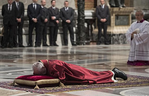 Watykan: Papież przewodniczył nabożeństwu Męki Pańskiej