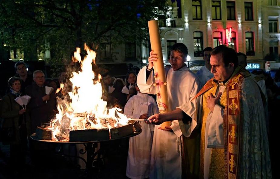 Opisujemy wielkosobotnie zwyczaje i Liturgię Paschalną w kościele krok po kroku