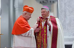 Kard. Dziwisz podarował stułę św. Jana Pawła II katedrze w Knoxville