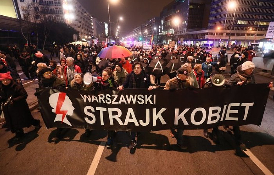 Warszawa: trwa Strajk Kobiet - demonstracja w obronie praw kobiet