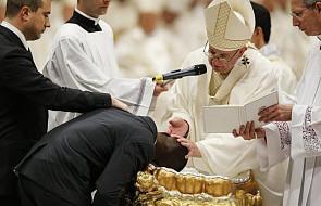 Watykan: w czasie Wigilii Paschalnej Franciszek ochrzcił osiem osób