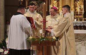 Abp Ryś w Wigilię Paschalną: krzyż to nie miejsce śmierci, ale miejsce narodzin