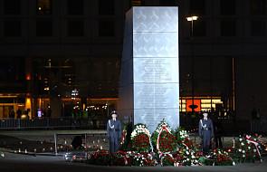 W Warszawie odsłonięto Pomnik Ofiar Tragedii Smoleńskiej 2010 roku