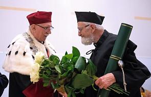 Ksiądz Adam Boniecki z tytułem doktora honoris causa Uniwersytetu Łódzkiego