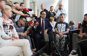 Premier zapowiedział utworzenie funduszu solidarnościowego; do połowy maja plan zmian