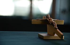 Krzyż powieszony bez wiary w urzędzie