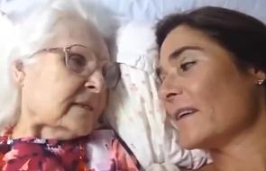 Chora na Alzheimera matka pierwszy raz od dawna rozpoznaje swoją córkę [WIDEO]