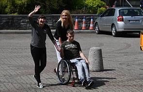 Szef OPZZ odwiedził protestujących w Sejmie opiekunów osób niepełnosprawnych