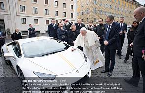 Papieskie Lamborghini zostało sprzedane. Kwota jest oszałamiająca