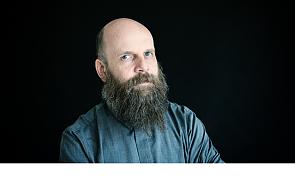 Ks. Grzegorz Strzelczyk o charyzmatykach, uzdrowieniach i modlitwie językami [WYWIAD]