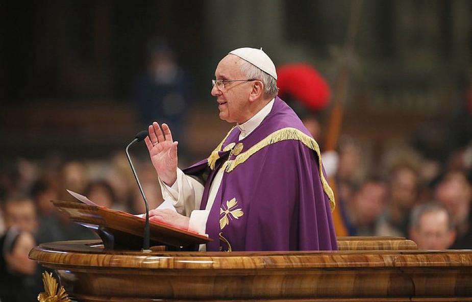 Papież odwiedzi zwykłą parafię. Udzieli bierzmowania niepełnosprawnej dziewczynce
