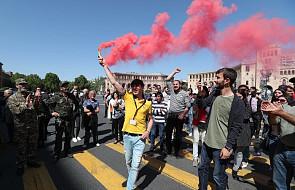 Armenia: protesty lidera opozycji sparaliżowały stolicę. Zablokowano drogę do lotniska