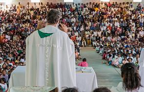 """""""Księża w mojej diecezji nie mają co jeść. Są atakowani przez wyznawców innych bożków"""""""