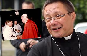 Św. Jan Paweł II i (młody) abp Grzegorz Ryś na jednym zdjęciu. Mija 30 lat od święceń metropolity łódzkiego