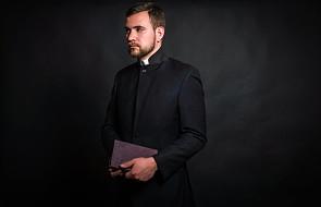 Obchodzimy dzisiaj święto, które szczególnie dotyczy księży. Skąd się wzięło?