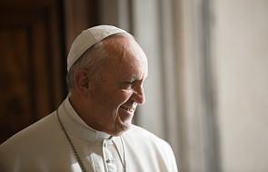 Franciszek w prostych słowach o małżeństwie: w nim odzwierciedla się piękno Boga