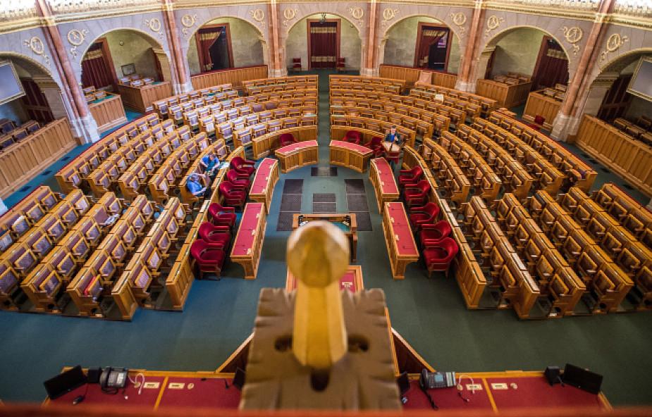Węgry: rząd chce zmienić konstytucję, by nie przyjmować migrantów