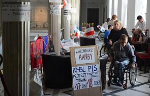 Przed Sejmem manifestacja wsparcia dla protestu osób niepełnosprawnych
