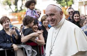 Papież Franciszek udzielił dziś bierzmowania niepełnosprawnej dziewczynce