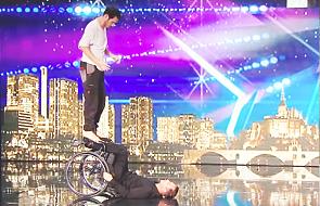 Dwóch tancerzy poruszyło publiczność Mam Talent! Jurorzy mieli łzy w oczach [WIDEO]