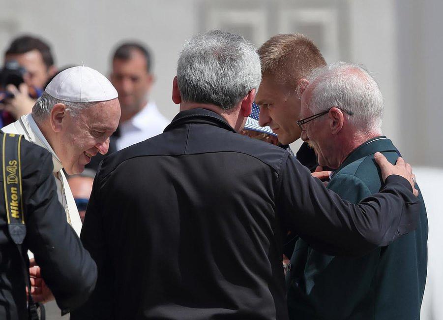 Tak wyglądało spotkanie Tomasza Komendy z papieżem Franciszkiem [GALERIA] - zdjęcie w treści artykułu nr 1