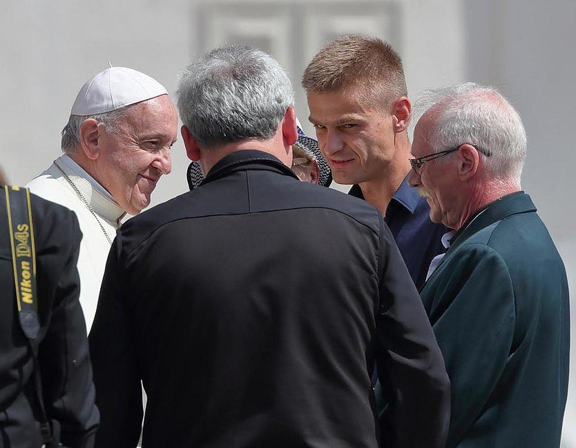 Tak wyglądało spotkanie Tomasza Komendy z papieżem Franciszkiem [GALERIA] - zdjęcie w treści artykułu nr 2