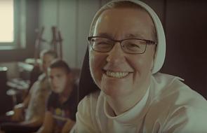 Żeby niepełnosprawni nie stracili domu, dominikanki razem z Chłopakami z Broniszewic nagrali piosenkę [MUZYKA]
