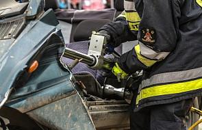 Akcja ratunkowa po wypadku autobusu; dwie ofiary śmiertelne to 65-letnie kobiety