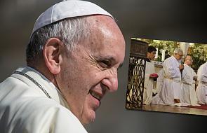 Arcybiskup uklęknął przed wiernymi i poprosił o przebaczenie za skandal seksualny
