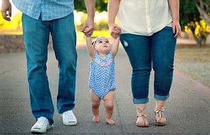Od teraz po adopcji dziecka można zmodyfikować akt chrztu. Stary pozostanie zarchiwizowany i niejawny