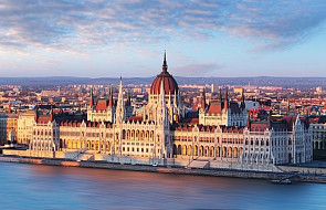 Węgierski parlament przyjął pakiet ustaw antyimigracyjnych i poprawkę do konstytucji