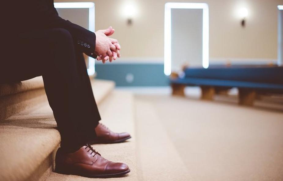 Młodzi Polacy tracą wiarę? Jesteśmy liderem w rankingu spadku religijności