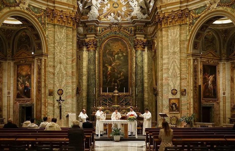 Jadę do kraju, w którym nie ma katolickiej mszy. To znaczy, że nie muszę iść w niedzielę do kościoła?