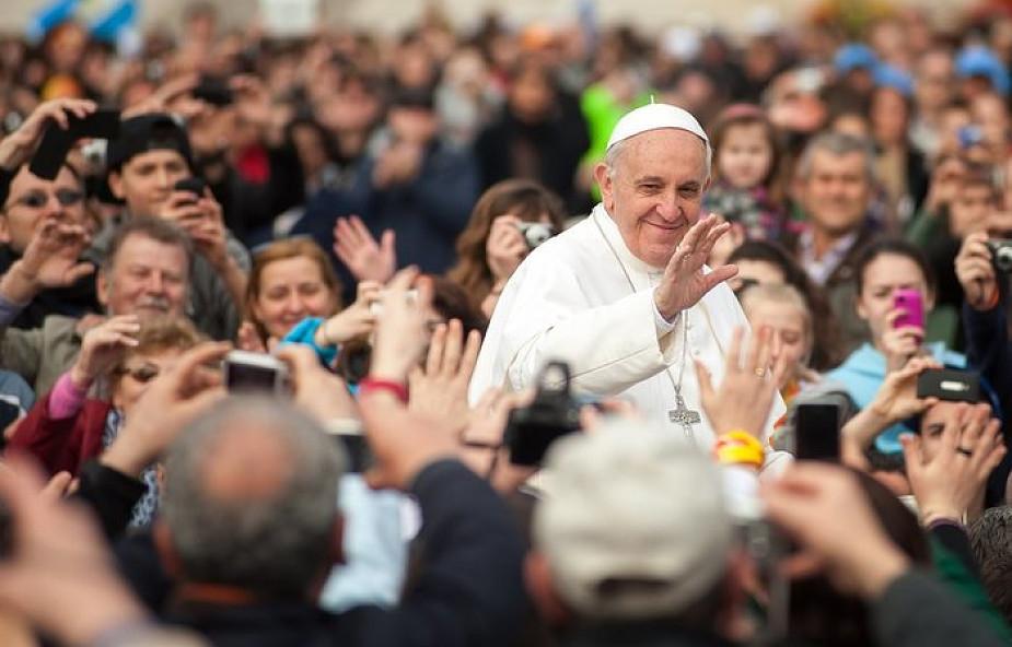 Papież Franciszek: konsumpcyjny i obojętny świat potrzebuje rewolucji czułości