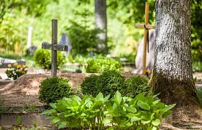 Łotwa: trwają Kapusvētki, czyli wakacyjna modlitwa za zmarłych