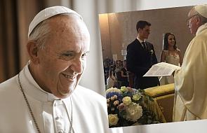 To miał być zwykły ślub. Niespodziewanie pojawił się papież
