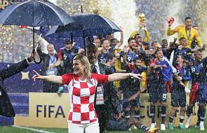 Prezydent Chorwacji, by kibicować, wzięła urlop i poleciała tanim rejsem do Rosji. Internauci ją pokochali
