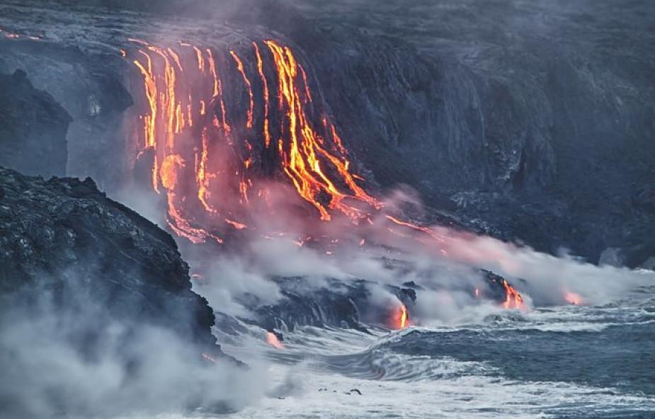 USA: na Hawajach lawa wulkaniczna spadła na łódź z turystami, są ranni