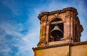 """W tym kościele bicie dzwonu zastąpiono innym popularnym dźwiękiem. """"To Bóg dzwoni"""" - mówią mieszkańcy"""