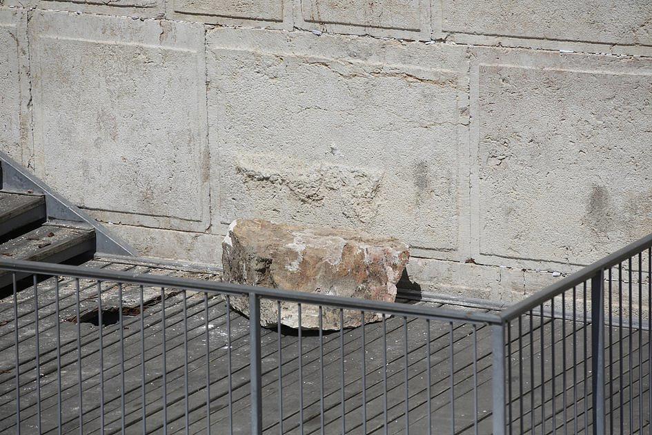 Od Ściany Płaczu oderwał się 100-kilogramowy kamień.