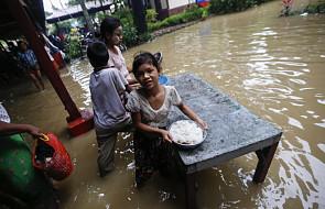 Birma: 50 tys. osób ewakuowanych z domów po monsunowych ulewach