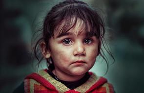 """Jeśli twoje dziecko tłumi emocje, być może popełniasz ten """"niewinny"""" błąd"""