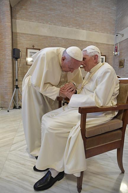 Nowe wieści w sprawie stanu zdrowia Benedykta XVI - zdjęcie w treści artykułu