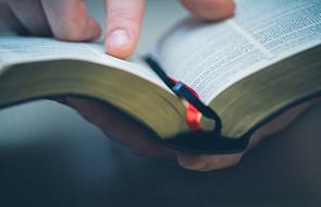 Ukraina: w Kijowie trwa maraton czytania Biblii. Przeczyta ją około 350 lektorów
