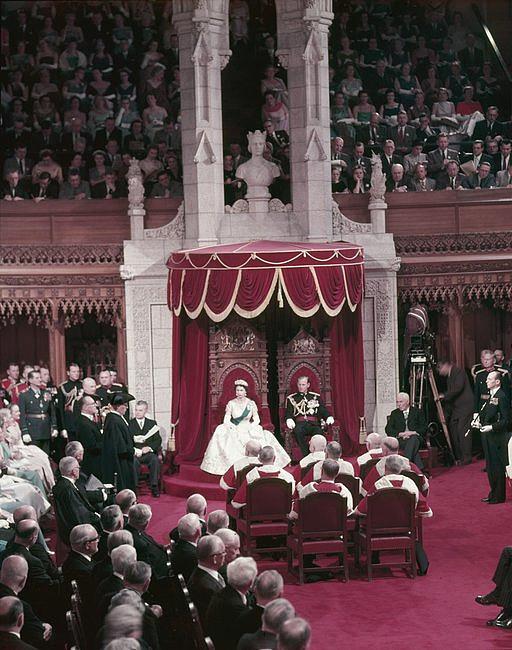 Czy suknia ślubna musi być biała? - zdjęcie w treści artykułu nr 2