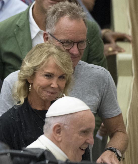 Sting o byciu ministrantem, tradycyjnej mszy i Sądzie Ostatecznym - zdjęcie w treści artykułu