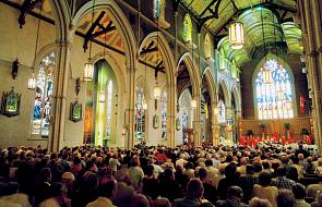 """2000 wyznawców islamu schroniło się w katedrze. """"Nazywają nas zdrajcami, bo chronimy muzułmanów"""""""